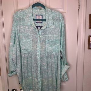 Woman's plus size top shirt button down 2x. Q12